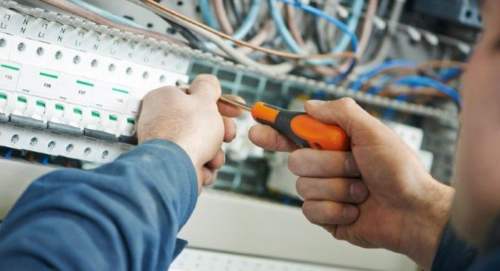 Ce-munceste-un-electrician